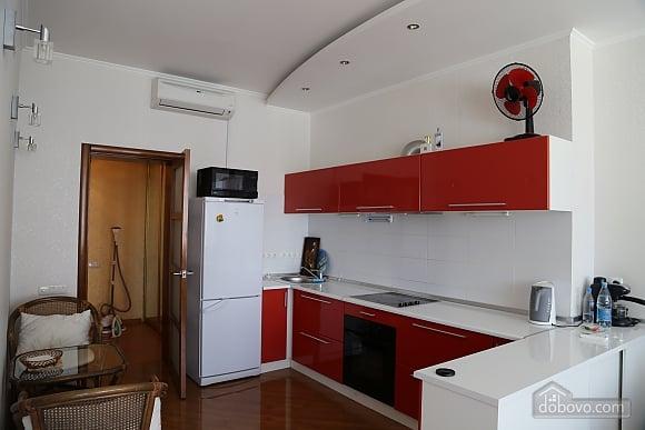 Квартира с видом на Аркадию, 2х-комнатная (99863), 003