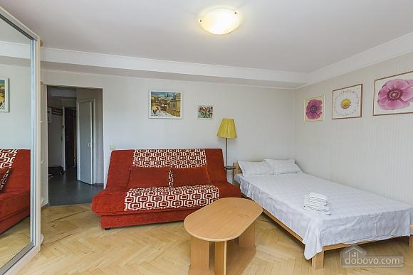Светлая квартира с кондиционером, 1-комнатная (70850), 002