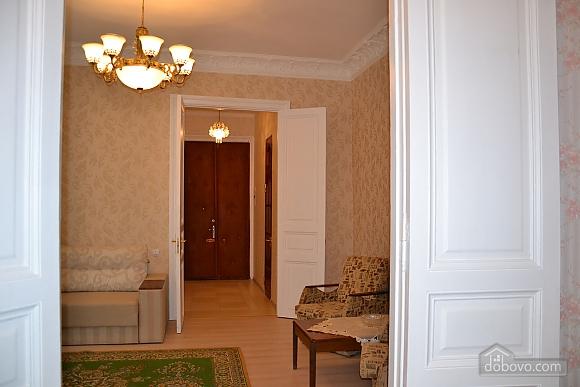 Квартира возле Дерибасовской улицы, 2х-комнатная (79385), 003