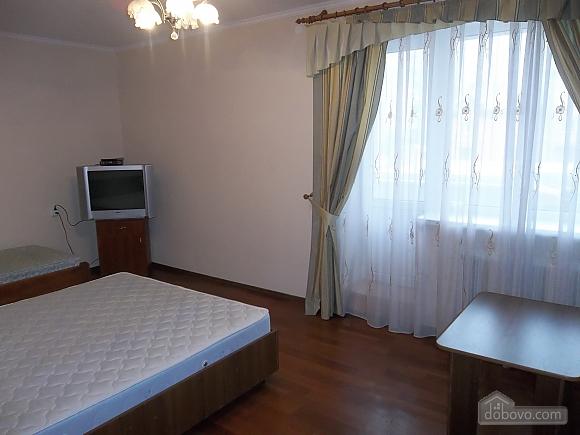 Квартира в приємній кольоровій гамі, 3-кімнатна (71252), 001