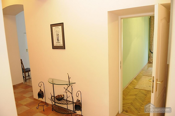 Apartment in the historical part of the city, Dreizimmerwohnung (58102), 004