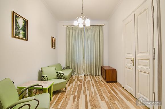 Светлая квартира в центре, 2х-комнатная (17917), 003