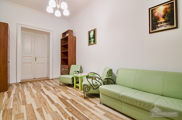 Светлая квартира в центре, 2х-комнатная (17917), 004