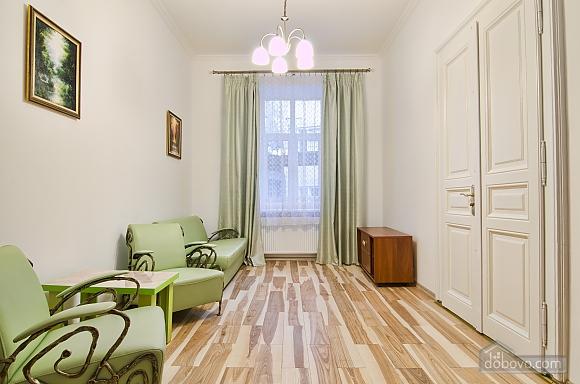 Светлая квартира в центре, 2х-комнатная (17917), 005