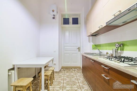 Светлая квартира в центре, 2х-комнатная (17917), 008