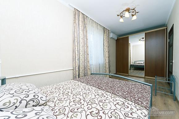 Квартира на Ленінградській площі, 2-кімнатна (16427), 003