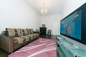 Квартира з великим плазмени телевізором, 3-кімнатна, 001