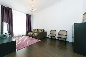 Квартира з великим плазмени телевізором, 3-кімнатна, 002
