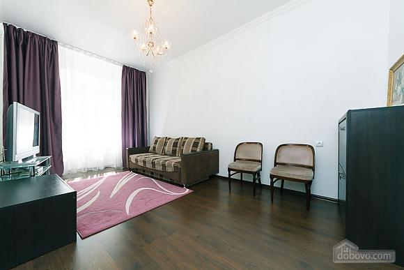 Квартира з великим плазмени телевізором, 3-кімнатна (49118), 002