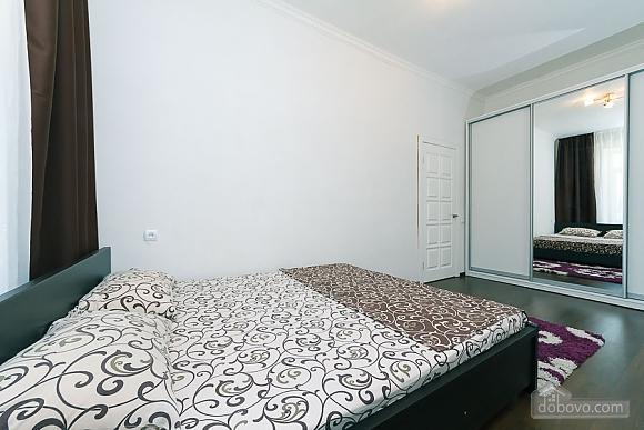 Квартира з великим плазмени телевізором, 3-кімнатна (49118), 004