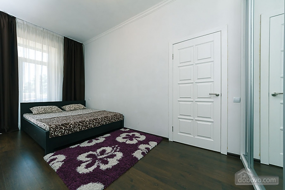 Квартира з великим плазмени телевізором, 3-кімнатна (49118), 005