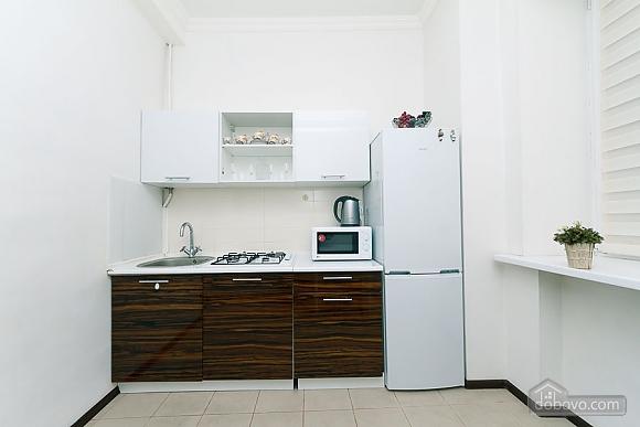 Квартира з великим плазмени телевізором, 3-кімнатна (49118), 010