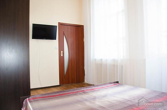 Квартира в самом центре, 2х-комнатная (74448), 006