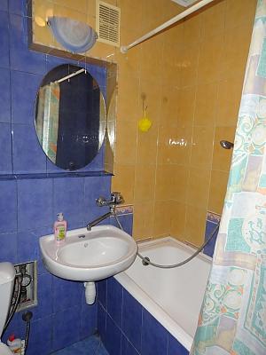 Квартира біля метро Дружби Народів, 2-кімнатна, 004