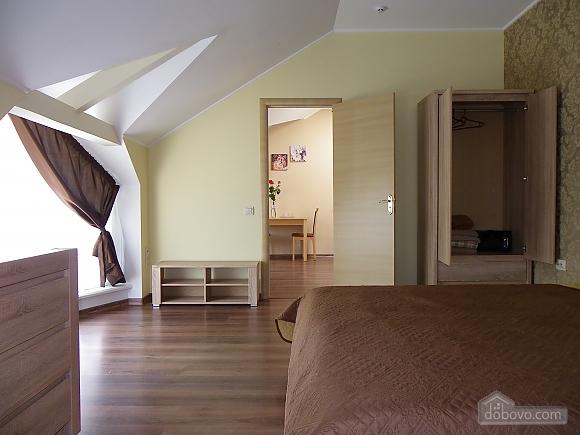 Затишна квартира з сучасним ремонтом, 2-кімнатна (39349), 002