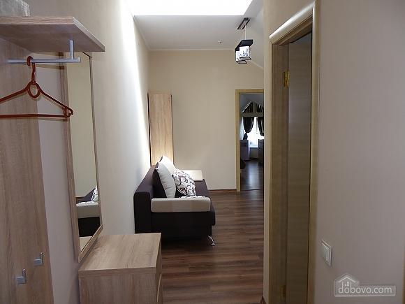 Затишна квартира з сучасним ремонтом, 2-кімнатна (39349), 003