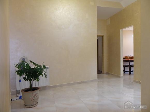Затишна квартира з сучасним ремонтом, 2-кімнатна (39349), 010