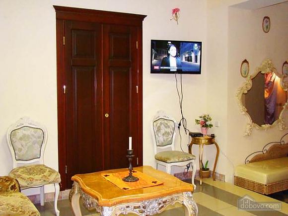 Квартира біля Оперного театру, 2-кімнатна (83464), 001