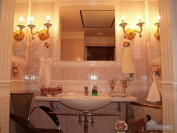Квартира біля Оперного театру, 2-кімнатна (83464), 002