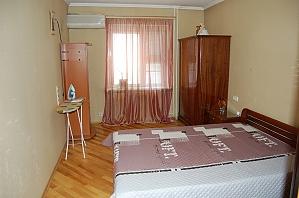 Квартира возле метро КПИ, 2х-комнатная, 002