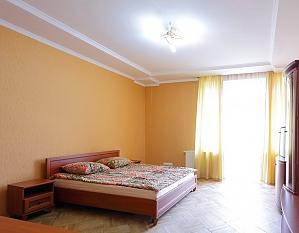 Квартира з окремими кімнатами, 2-кімнатна, 002