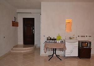 Apartment next to Lisova station, Una Camera, 002
