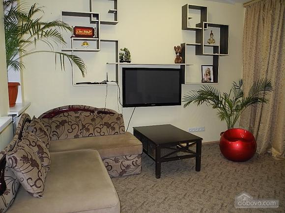 Квартира возле Гранд Плаза, 2х-комнатная (89247), 002