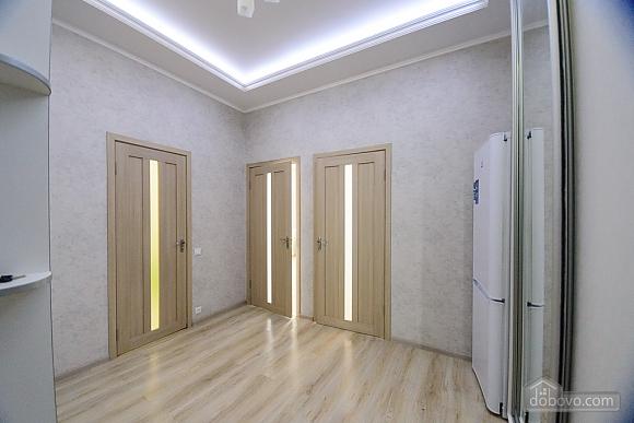 VIP квартира, 2х-комнатная (79335), 002