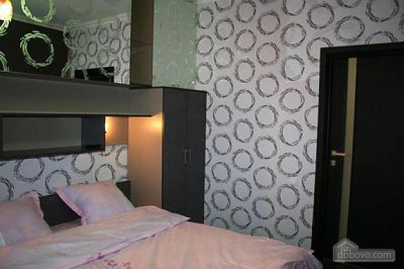 Квартира класса люкс в центре, 3х-комнатная (73747), 002