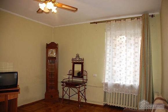 Квартира з ремонтом в самому центрі, 2-кімнатна (51786), 002