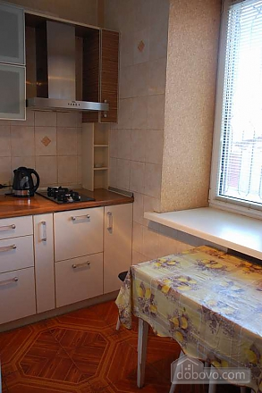 Квартира з ремонтом в самому центрі, 2-кімнатна (51786), 006
