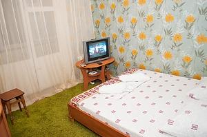 Cozy apartment near to Chernigivska station, Studio, 004