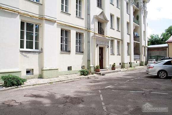 Apartment in the center, Due Camere (56000), 027