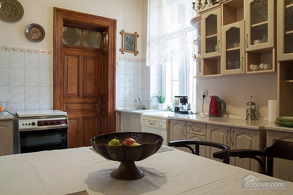 Antique apartment on the main square, Three Bedroom (49052), 004