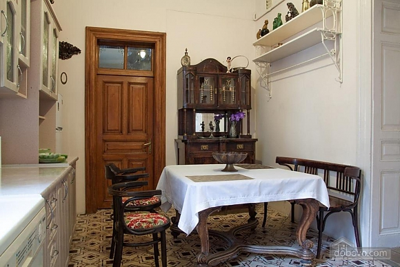 Antique apartment on the main square, Three Bedroom (49052), 007