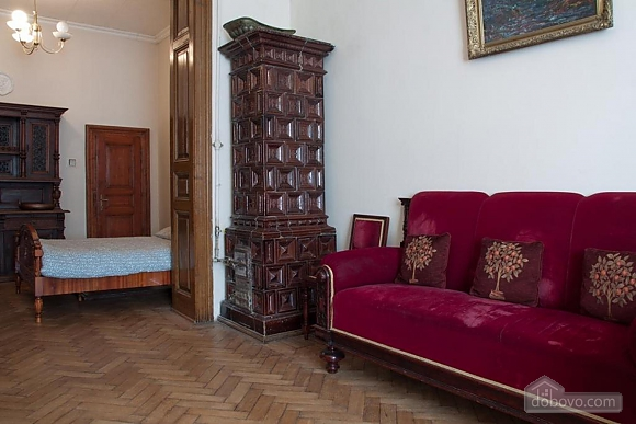 Antique apartment on the main square, Three Bedroom (49052), 005