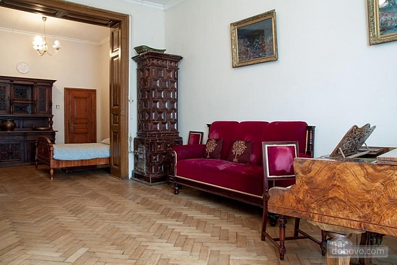 Antique apartment on the main square, Three Bedroom (49052), 001