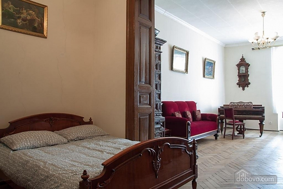 Antique apartment on the main square, Three Bedroom (49052), 009