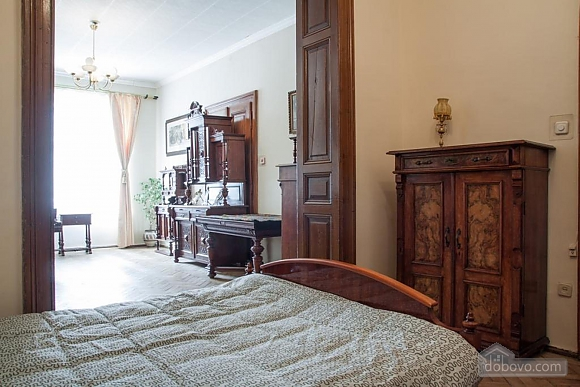 Antique apartment on the main square, Three Bedroom (49052), 010