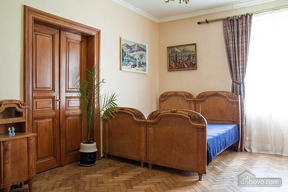 Antique apartment on the main square, Three Bedroom (49052), 003