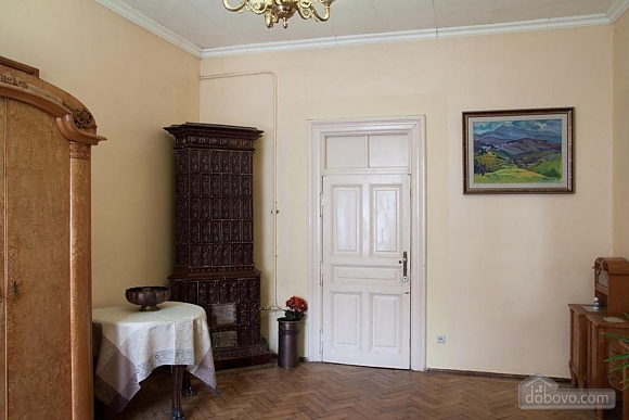 Antique apartment on the main square, Three Bedroom (49052), 012