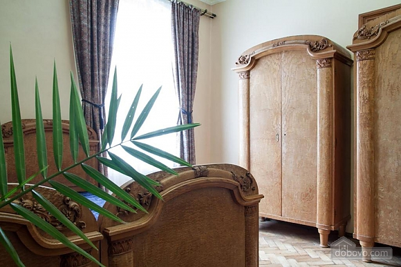 Antique apartment on the main square, Three Bedroom (49052), 014