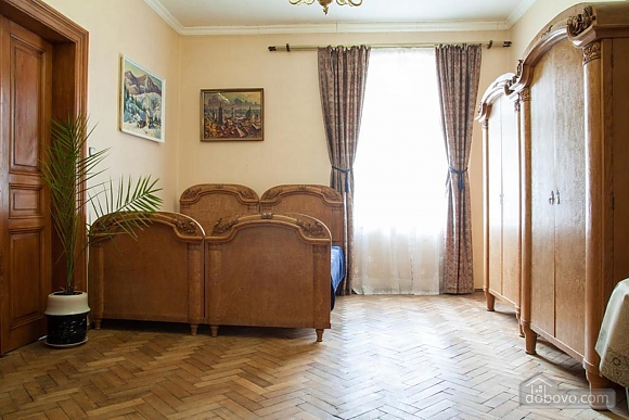 Antique apartment on the main square, Three Bedroom (49052), 016