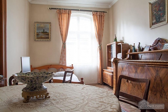 Antique apartment on the main square, Three Bedroom (49052), 017