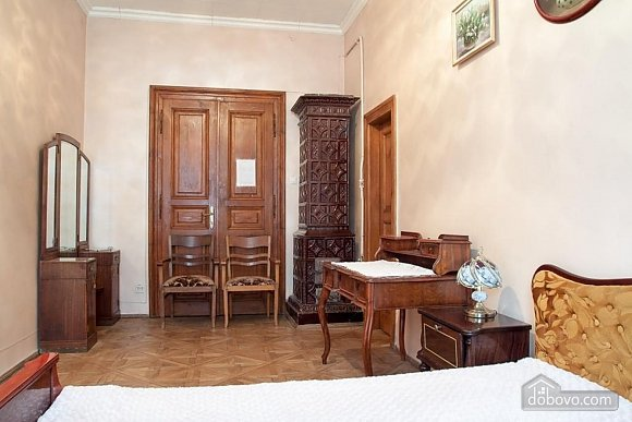 Antique apartment on the main square, Three Bedroom (49052), 022