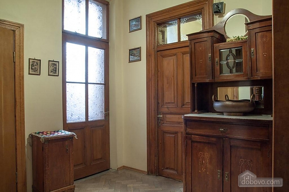 Antique apartment on the main square, Three Bedroom (49052), 023
