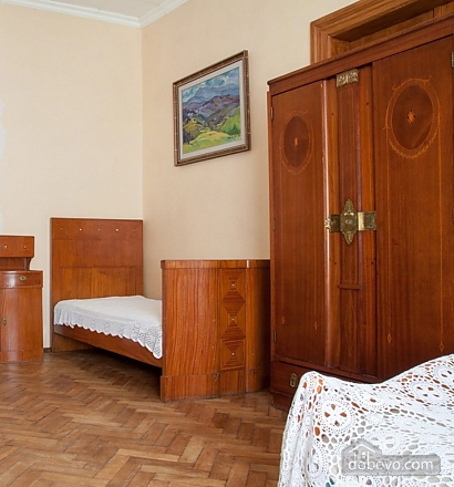 Antique apartment on the main square, Three Bedroom (49052), 029