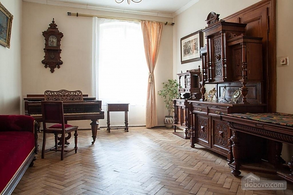 Antique apartment on the main square, Three Bedroom (49052), 032