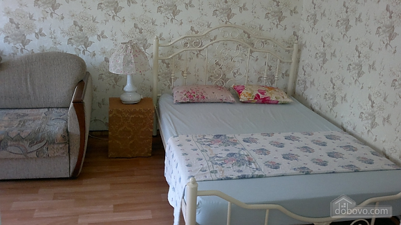 Квартира возле метро в тихом дворе, 1-комнатная (30351), 001