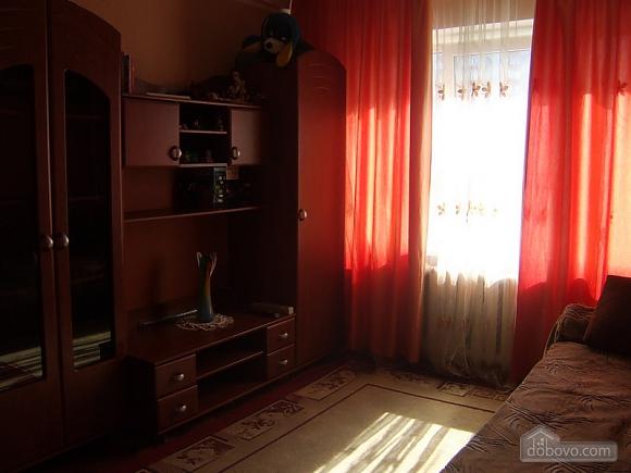 Apartment in 5 minutes walk from Darnitsa station, Una Camera (36852), 001